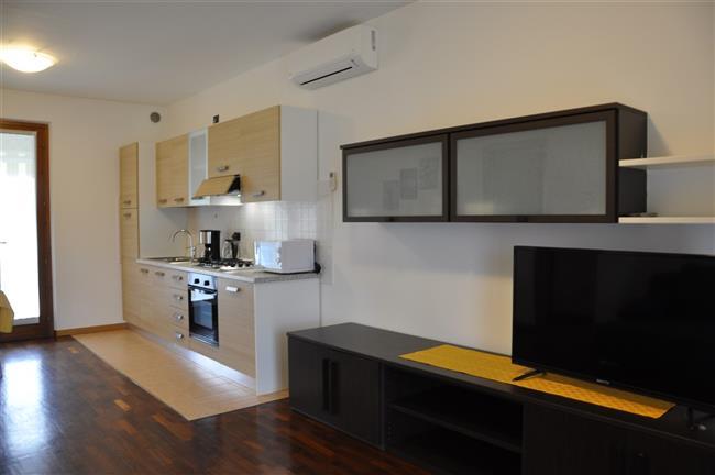 TV satellitare in soggiorno-cucina. Appartamento Berto Lazise