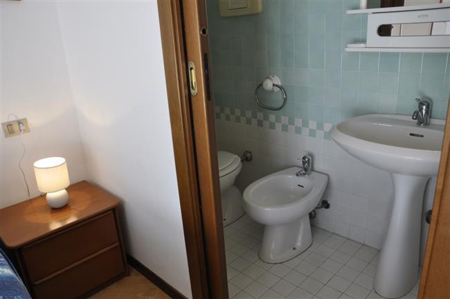 bagno di servizio (no doccia)