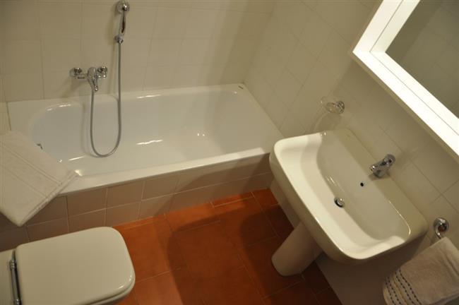 secondo bagno con vasca