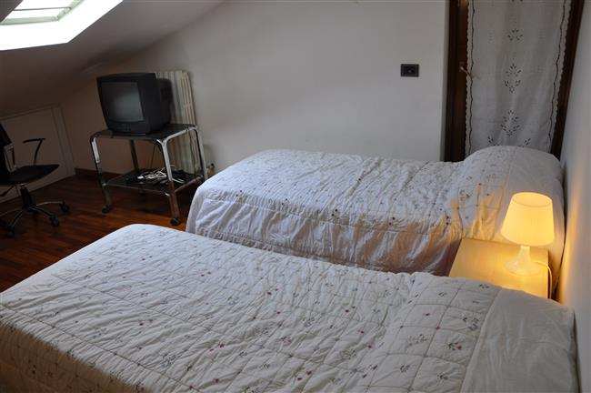 second room with 3 beds