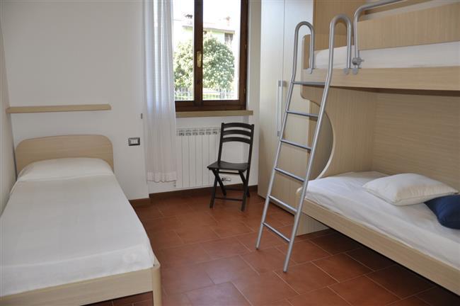camera con letti a castello + letto singolo