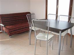 Soggiorno-cucina con accesso terrazzo