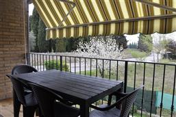 Ampio terrazzo con tenda da sole, verso nord-est. Appartamento Berto Lazise